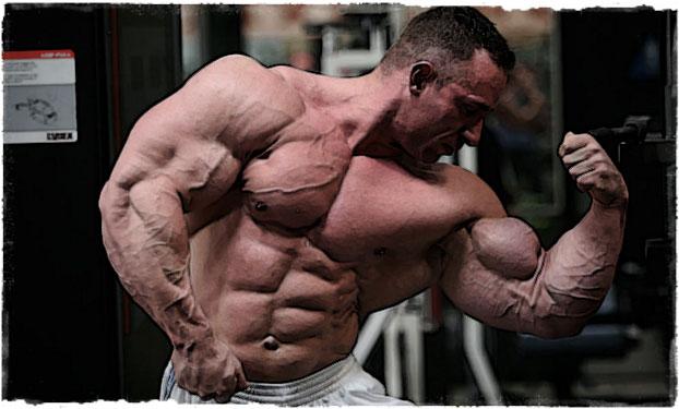 Мощный мужик с шикарным телом