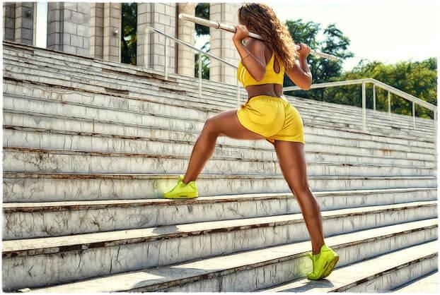 Девушка тренирует ноги