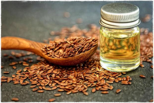 Льняное масло и зерна льна