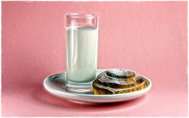 Стакан молока и булочка