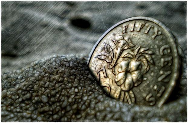 Монета в песке