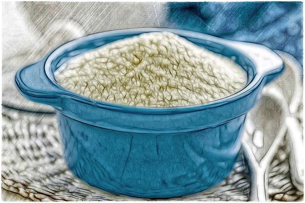 Сухое молоко в тарелке