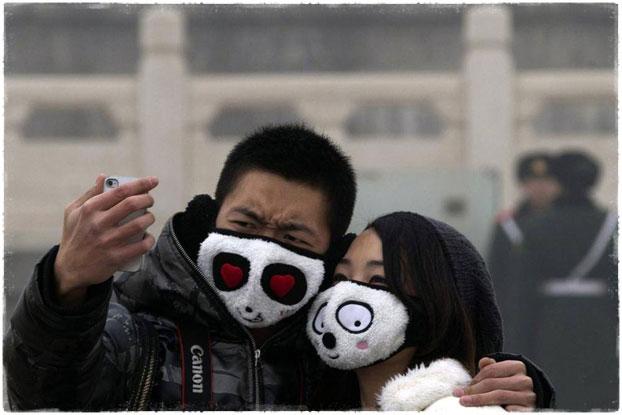Люди в масках в центре Пекина